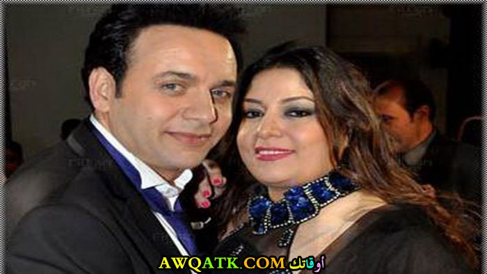 صورة عائلية للفنان مصطفى قمر مع زوجته