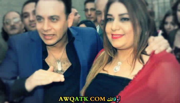 صورة الفنان مصطفى قمر وزوجته