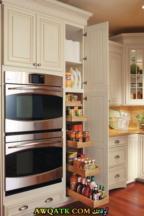 مطبخ خزائن باللون الأبيض جميل وجديد