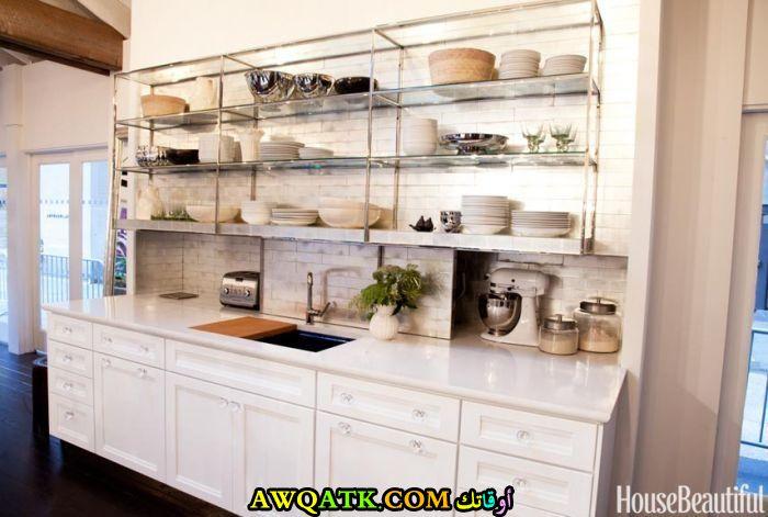 مطبخ للخزائن باللون الأبيض رائع