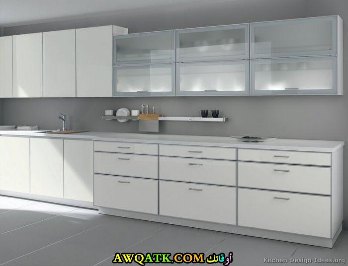 مطبخ زجلج باللون الأبيض أنيق وجميل