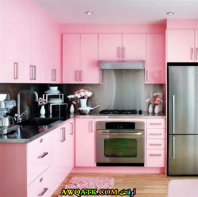 مطبخ باللون الزهري أنيق وشيك