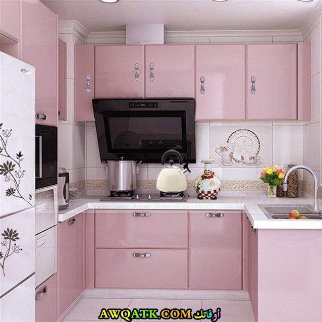 مطبخ باللون الزهري عصري وجديد