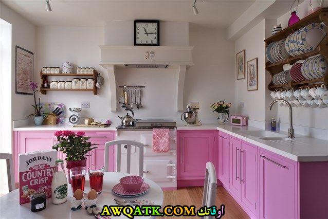 مطبخ باللون الزهري في منتهي الجمال