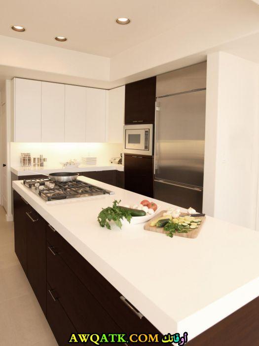 مطبخ فورمايكا جميل جداً باللون الأبيض