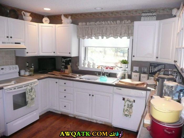 مطبخ فورمايكا بسيط جداً باللون الأبيض