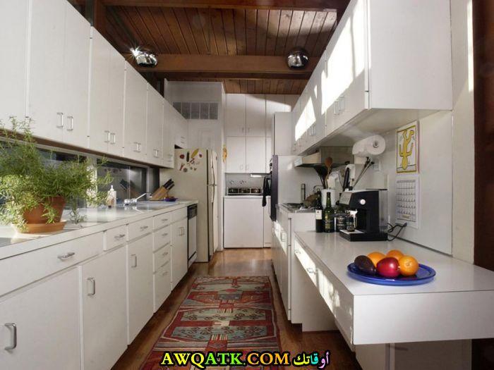 مطبخ فورميكا باللون الأبيض تناسب المساحة الصغيرة