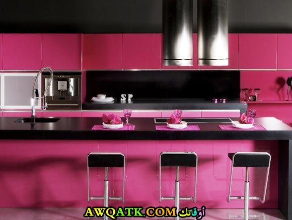 مطبخ أمريكاي شيك جداً باللون الفوشيا في أسود