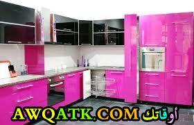 مطبخ روعة وجميل باللون الفوشيا في أسود
