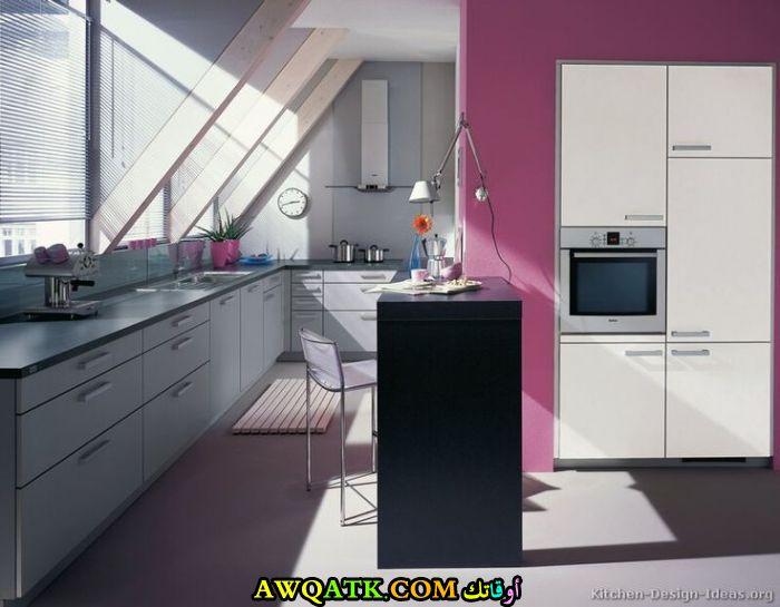 مطبخ جميل جداً باللوني الفوشيا والرصاصي