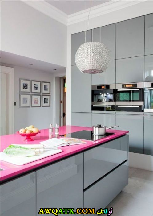 مطبخ جميل جداً باللون الفوشيا والسيلفر