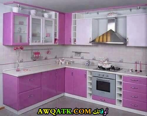 مطبخ باللونين الفوشيا والسيلفر روعة وجميل