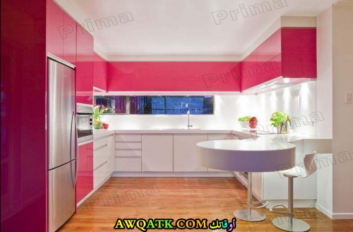 مطبخ مودرن باللون الفوشيا