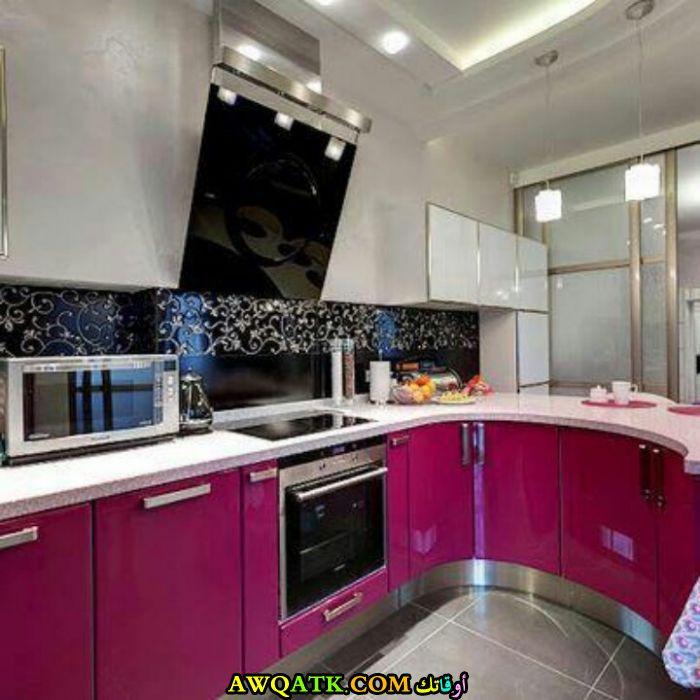 مطبخ جميل جداً باللون الفوشيا