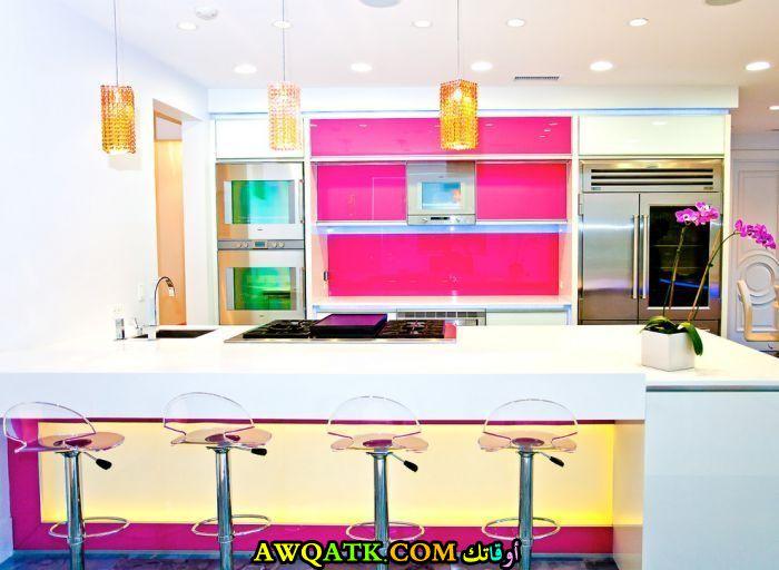 مطبخ رائع باللون الفوشيا