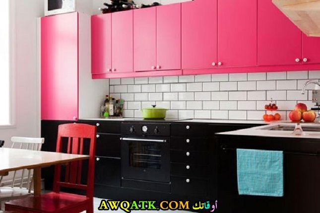 مطبخ أنيق وجميل باللون الفوشيا