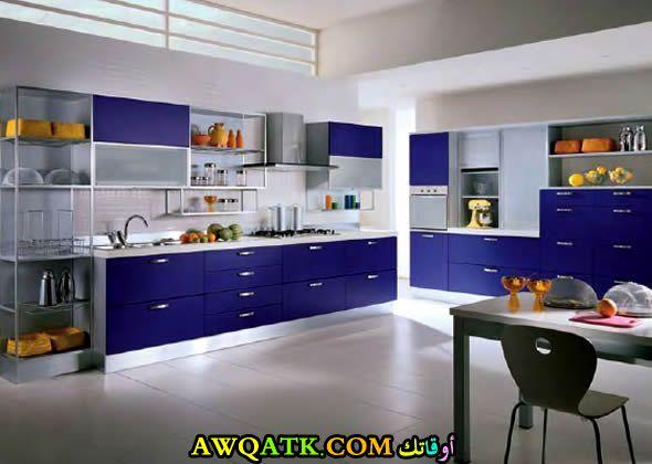 مطبخ هوم ديزاين باللون الأزرق مودرن