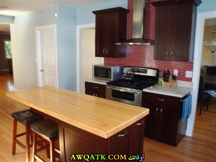 مطبخ هوم زون باللون البني بسيط