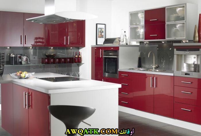 مطبخ باللون العنابي روعة