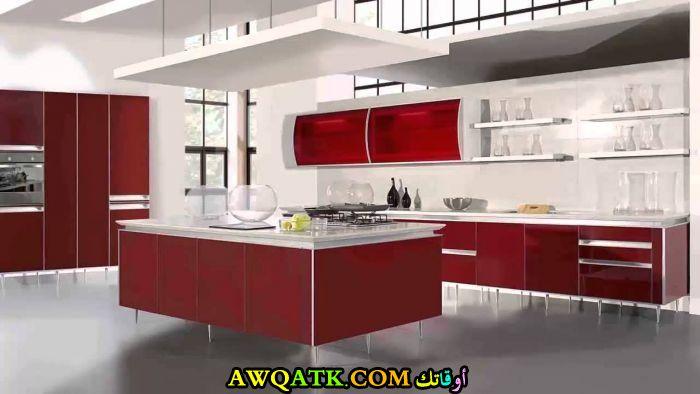 مطبخ باللون العنابي جديد وعصري