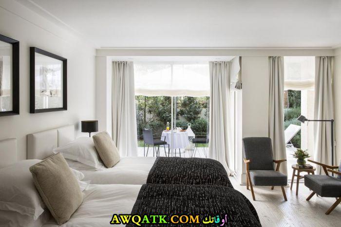 غرفة نوم فيلا باللون الأبيض تناسب الذوق الراقي