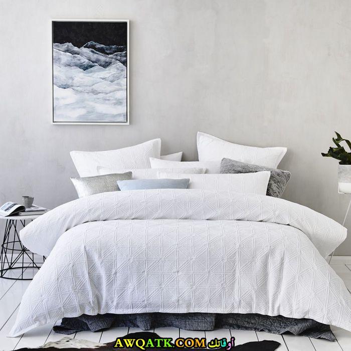 غرفة نوم فيلا باللون الأبيض بتصميم مودرن وشيك