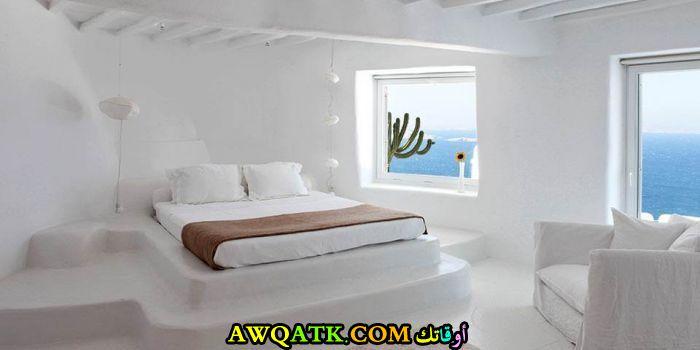 غرفة نوم فيلا باللون الأبيض هادئة ورقيقة