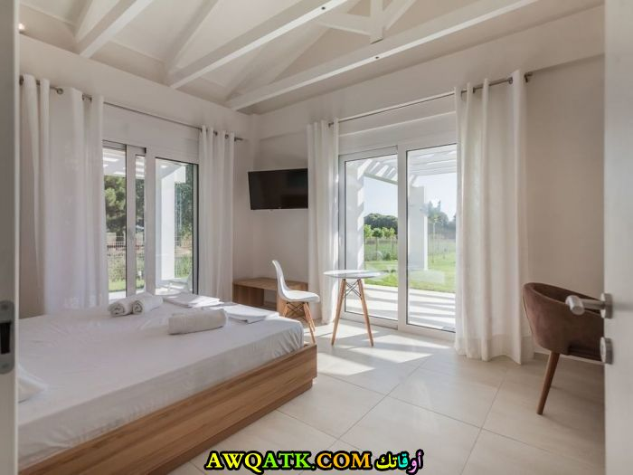 غرفة نوم فيلا باللون الأبيض جميلة وجديدة