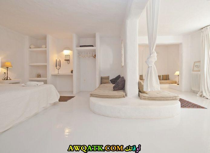 غرفة نوم فيلا باللون الأبيض قمة فى الجمال