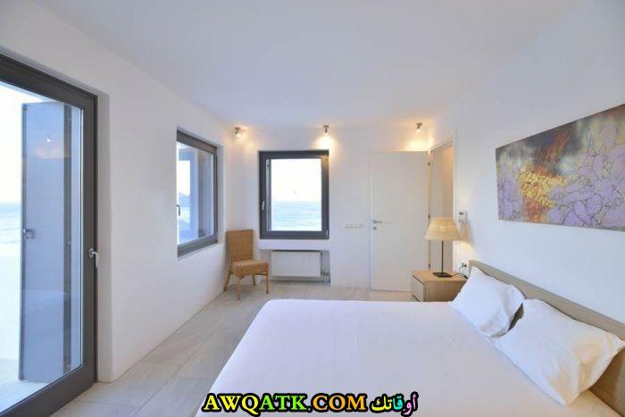 غرفة نوم فيلا باللون الأبيض بتصميم حلو جداً