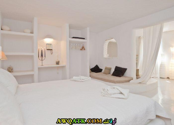 غرفة نوم فيلا باللون الأبيض بتصميم جديد وعصرى