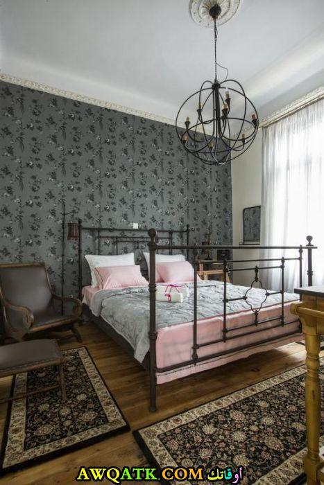 غرفة نوم فيلا كلاسيك جميلة وبسيطة