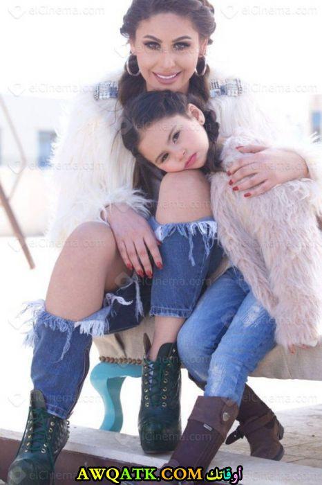 الفنانة مي سليم مع بنتها