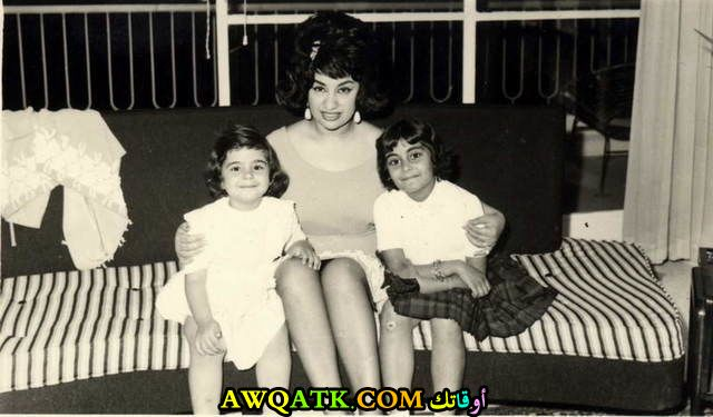 أجمل صورة للفنانة نجاح سلام مع بناتها