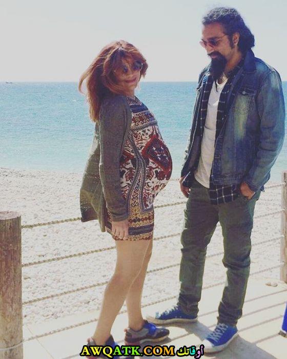 صورة الفنانة لبنانية ندى أبو فرحات وزوجها