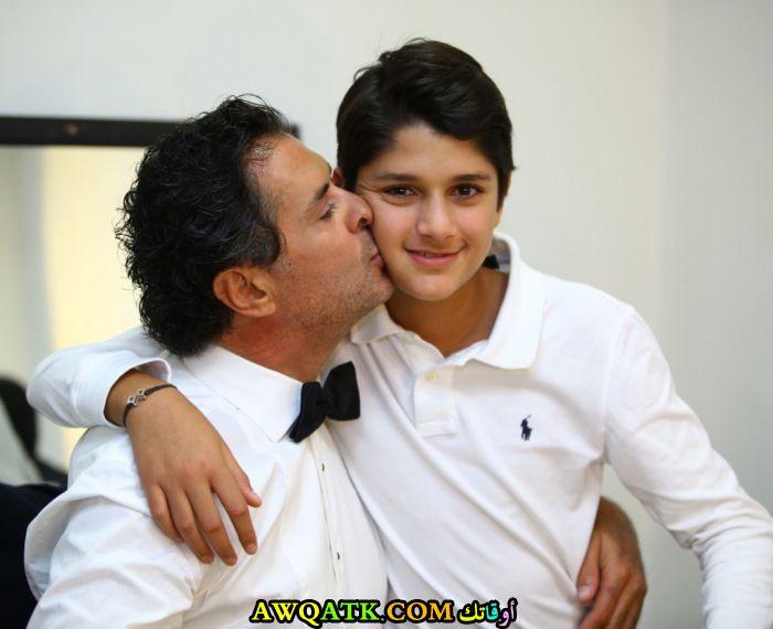 صورة للفنان راغب علامة مع ابنه