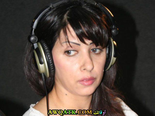 الفنانة زينة ظروف