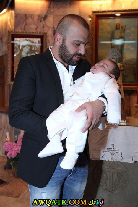 صورة للفنان ناجي الأسطا مع ابنه