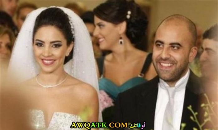 صورة عائلية للفنان هشام حداد مع زوجته