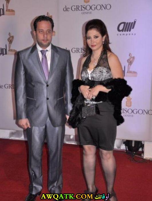 صورة جميلة لإياس أبو غزالة مع زوجته