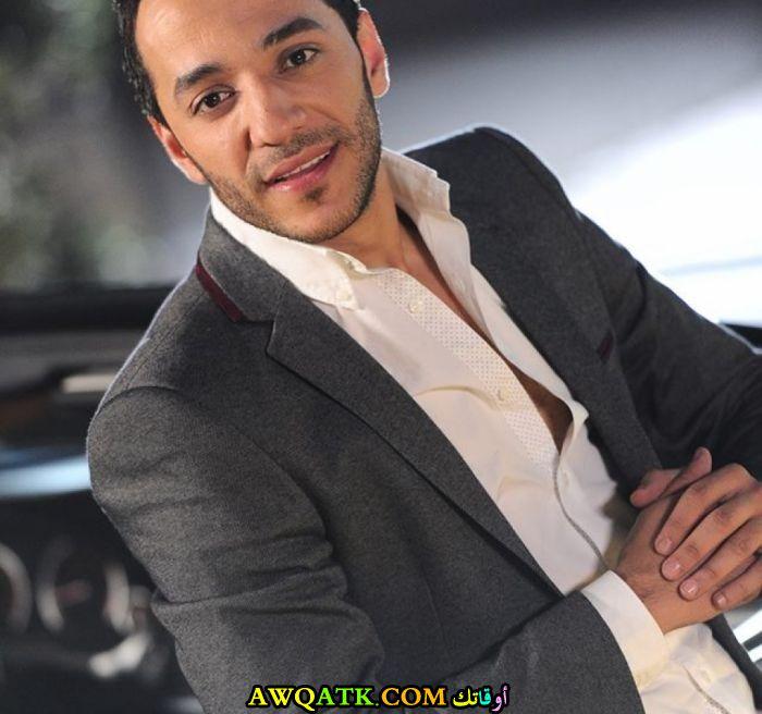 المغني حسين الديك