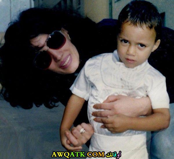 الفنانة ربى الجمال مع ابنها