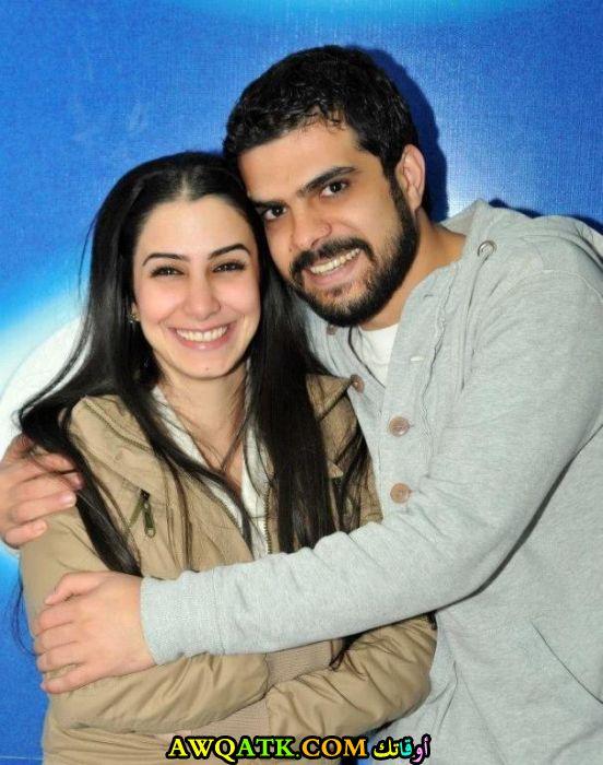 صورة جميلة للفنان يزن خليل مع زوجته