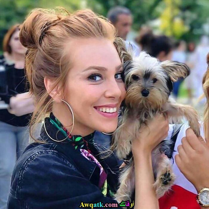 التشين سانجو و كلبها