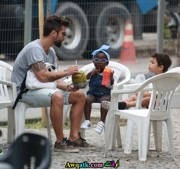برونو جاغيلاسو و إبنته وإبن أخيه في أحد الشواطئ