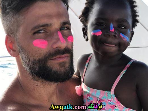 برونو و إبنته على الشاطئ