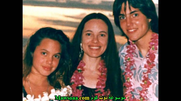 انجلينا جولي و اخوها في فترة المراهقة