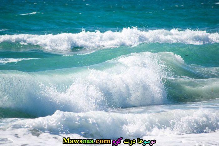 امواج المياه الزرقاء
