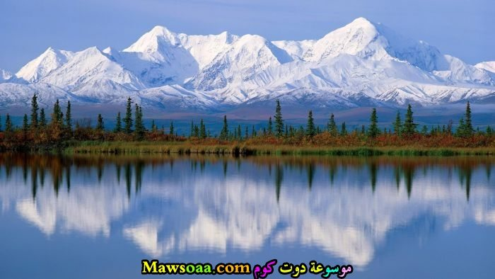 جبال جليد و بحيرة كبيرة