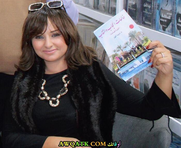 دينا أنور مع كتابها